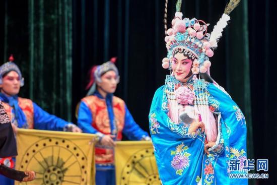 (XHDW)(2)乌鲁木齐:京剧院里赏名段