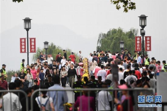 (社会)(1)高频彩超微创介导治肝血管瘤的费用,国庆期间全国共接待国内游客7.82亿人次