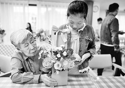 让每位老人都过得舒心——全国各地开展丰富多彩的重阳节尊老敬老活动