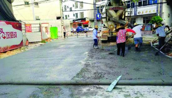 惠东县内街小巷改造施工现场。    惠州日报记者赖金朗 蔡伟健 通讯员戴亚运 摄