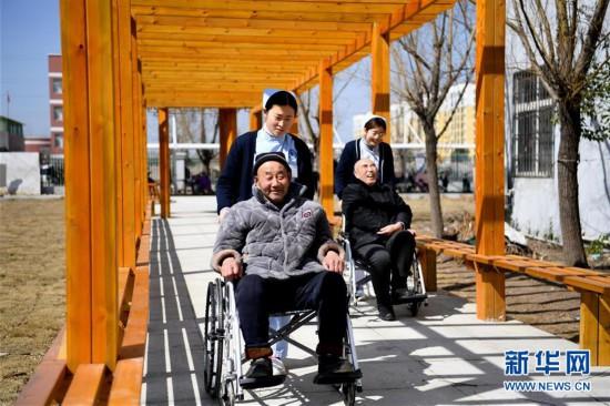 (新华全媒头条・民生直通车・关注养老・图文互动)(2)当你老了,让我们一起呵护――破解老龄化挑战的中国探索