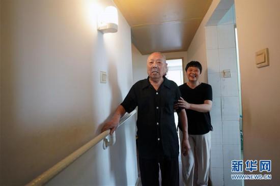 (新华全媒头条・民生直通车・关注养老・图文互动)(1)当你老了,让我们一起呵护――破解老龄化挑战的中国探索