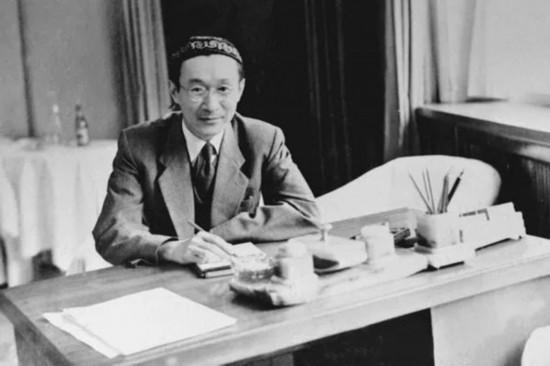 1949年,中国驻苏联大使王稼祥在驻苏使馆办公