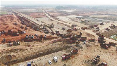 洋浦海南炼化年产百万吨乙烯项目工人节日期间坚守岗位