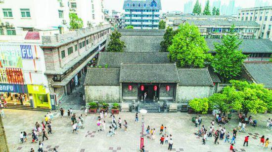 淮河路步行街上的李鸿章故居。