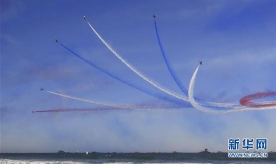 (国际)(1)大发快三单双计划_美国加州亨廷顿海滩举行特技飞行表演