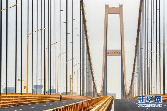 (经济)(5)长江上首座双层公路大桥通车