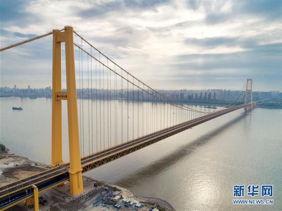 (经济)(2)长江上首座双层公路大桥通车