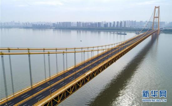(经济)(6)长江上首座双层公路大桥通车