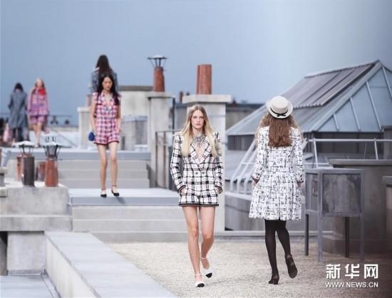"(XHDW)(4)巴黎时装周:""屋顶""上的香奈儿时装秀"