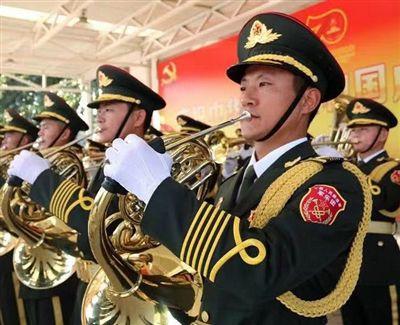 澳门金沙网上娱乐战士载誉归来 参与国庆阅兵军乐团演奏