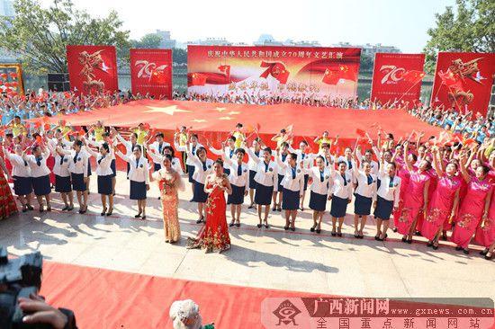 荔浦千名巾帼礼赞新中国成立70周年