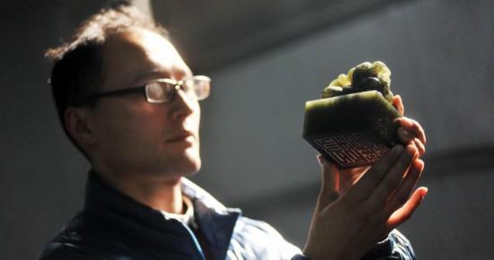 對傳統手工技藝的完整沿襲,使刻印產業能夠長久的健康發展。記者 孟一 報道