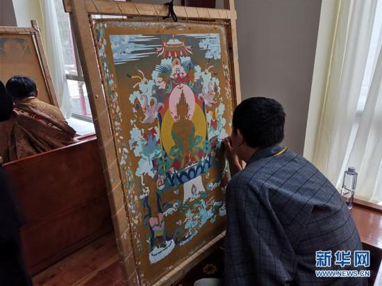 (图文互动)(1)腾讯分分彩三星选几个,寻访暮秋藏乡里的唐卡画师
