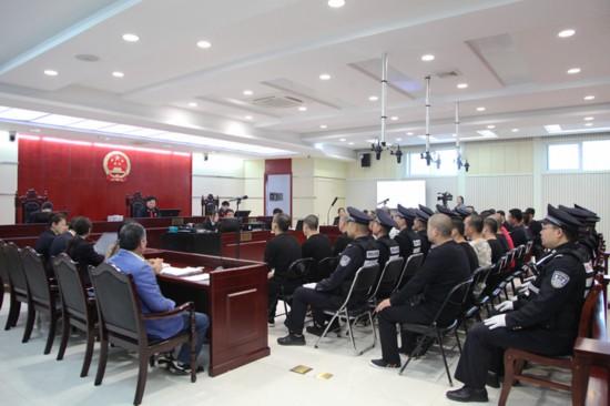 雒某龙等18人涉恶案公开开庭审理