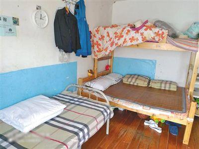 每个楼层都有媪楫开一个公共的洗衣房和厕所