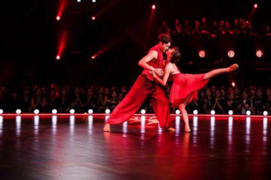 《舞蹈风暴》再迎顶尖舞者 极致作品引何炅动情落泪