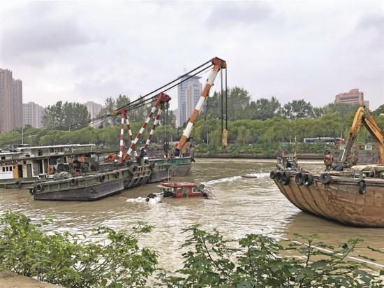無錫梁溪大橋下兩船相撞 一船沉沒無人員傷亡