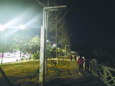 永定河龙泉务村段近200盏景观灯常年不亮成摆设