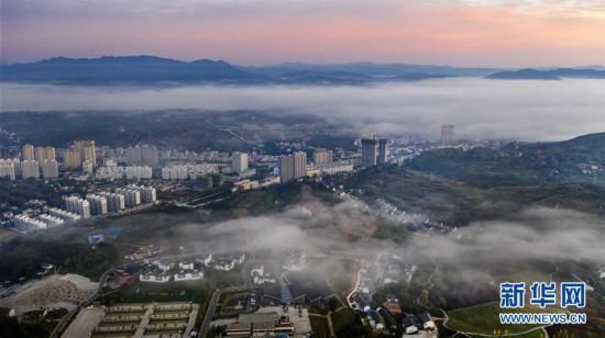 (美丽中国)(1)宛若仙境的秦岭小城