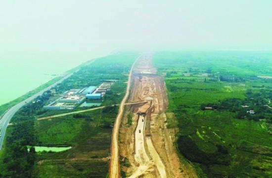 巢湖岸边正在建设引江济淮工程