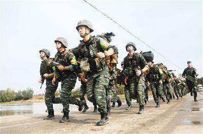 武警陕西省总队开展山地反恐极限训练