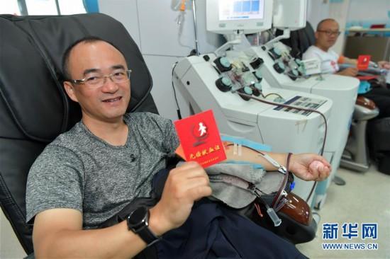 (社会)(1)江西南昌:献血兄弟十七年坚持献爱心