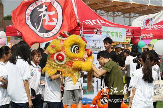 湛江高校举办文体艺术节为学生展