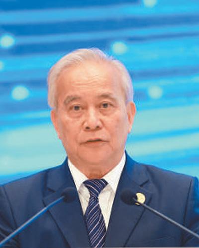 十二届全国政协副主席王钦敏:构建以人民为中心的智慧社会