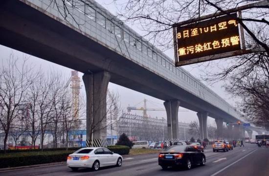△城市中常见的独柱墩桥(资料图)