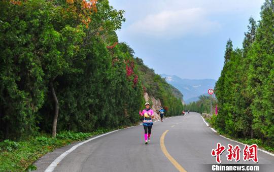 """第二届中国云丘山越野赛开跑:""""95后""""藏族选手再夺冠"""