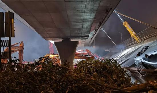 △事故现场的独柱桥墩只有一个支撑