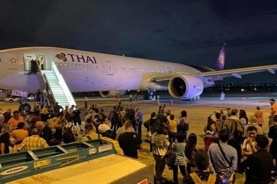 泰航一架波音777客机起飞前传巨大爆炸声 吓坏机上乘客