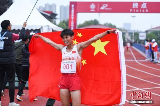 军运会第5日:单日20金助中国奖牌数破百泳军鸣金收兵