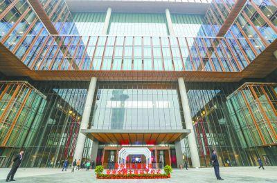 中国第一个多边金融机构亚投行总部大楼亮相北中轴