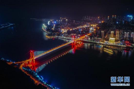 三峡水库蓄水至170米,三峡水库长江沿线城市再现高峡平湖夜色美的景致