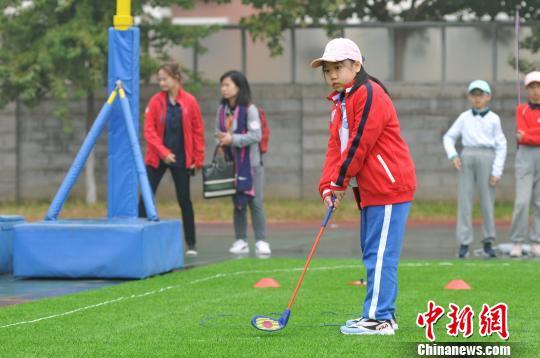 校园高尔夫南北对抗赛在京举行 深圳黄埔学校队获胜