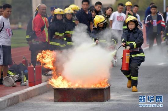 (社会)(1)培训人员大比武 消防技能人人知
