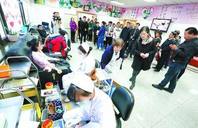 北京:血液中心展示无偿献血流程
