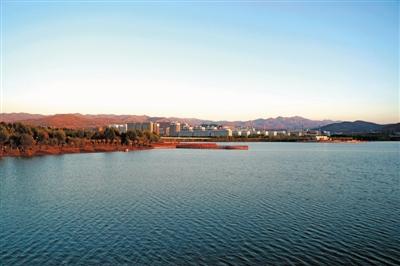 潺潺清流美丽渝河两岸