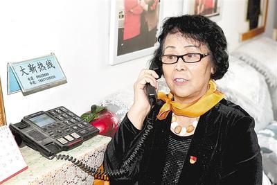 """82岁""""新党员""""靳国芳的初心和坚守"""