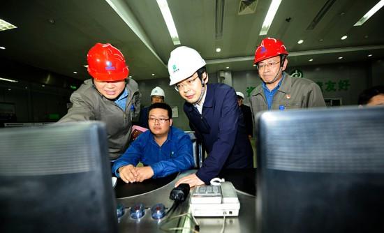 李中在淮北矿业集团和淮海实业集团调研时强调<br>奋力打造主业突出特色鲜明全面发展的一流能源化工集团<br>和智能化绿色化品牌化的现代制造企业