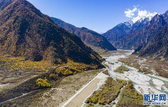 (美丽中国)(3)专业玩彩天天预测分析_美丽的尼洋河秋景