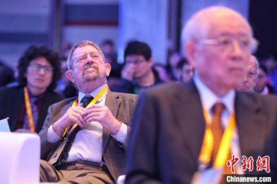 """来自全球的杰出科学家展开""""头脑风暴""""。 张亨伟 摄"""