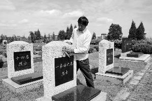 盐城一家三代守护烈士墓 替189名烈士找到亲人