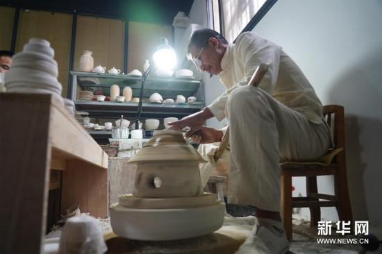 (文化)(2)景德镇薄胎瓷:0.15毫米的极致匠心