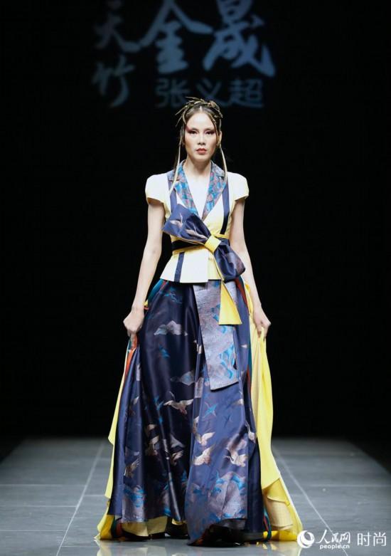 """中国传统""""竹文化""""元素亮相中国国际时装周"""