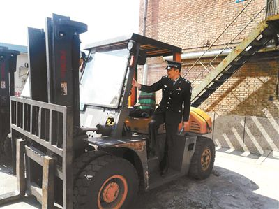<b>房山区生态环境局副站长冯华东:昔日部队英雄 今日环保先锋</b>