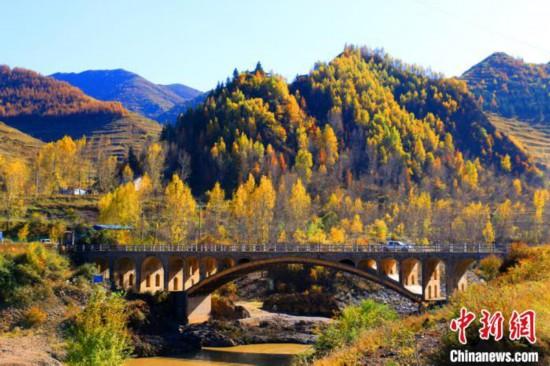 甘肃乡村漫山遍野色彩斑斓秋意浓