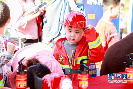 """福建首个""""消防员""""主题公园亮相福州"""